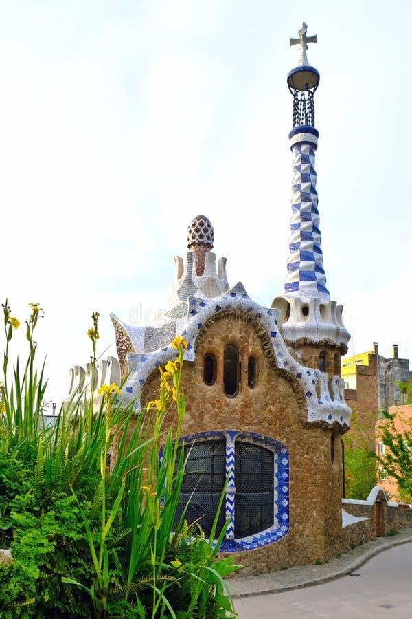 Peperkoekhuis in Park Guell door Gaudi, Barcelona, Spanje wordt ontworpen dat stock afbeeldingen
