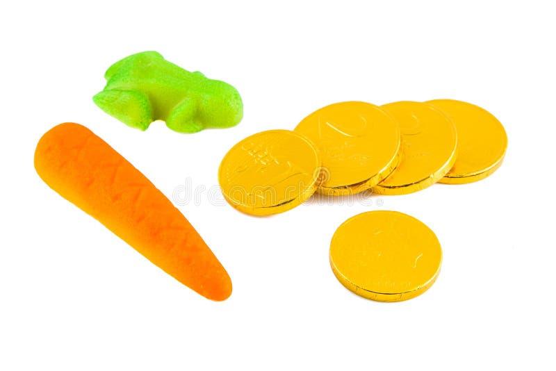 Pepernoten marcepany i pieniądze na bielu owocowy i czekoladowy obrazy stock