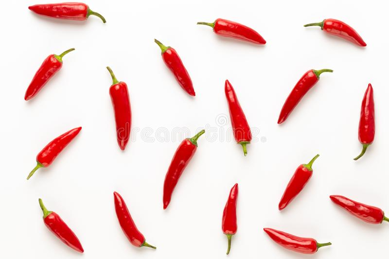 Peperoncino di cayenna dei peperoncini rossi o del peperoncino rosso isolato sul ritaglio bianco del fondo fotografia stock
