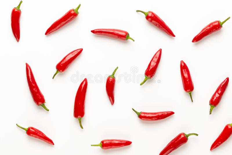 Peperoncino di cayenna dei peperoncini rossi o del peperoncino rosso isolato sul ritaglio bianco del fondo fotografie stock libere da diritti