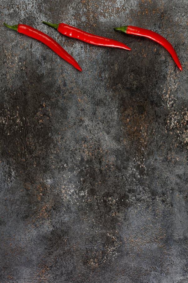 Peperoncino rovente sul fondo di lerciume fotografia stock