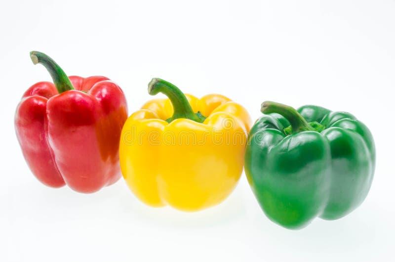 Peperone dolce fresco isolato su fondo bianco fotografie stock