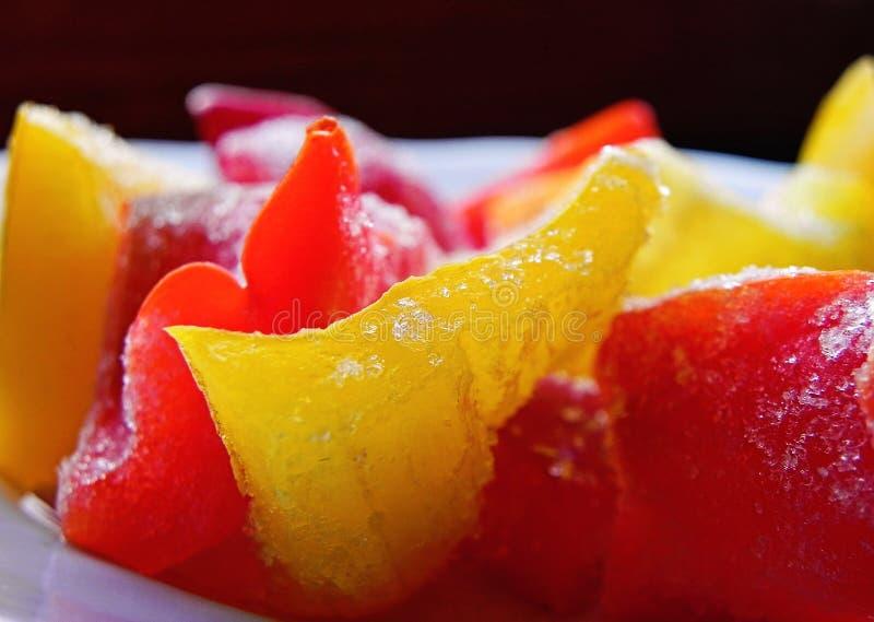 Peperone dolce giallo e rosso affettato congelato variopinto immagine stock libera da diritti