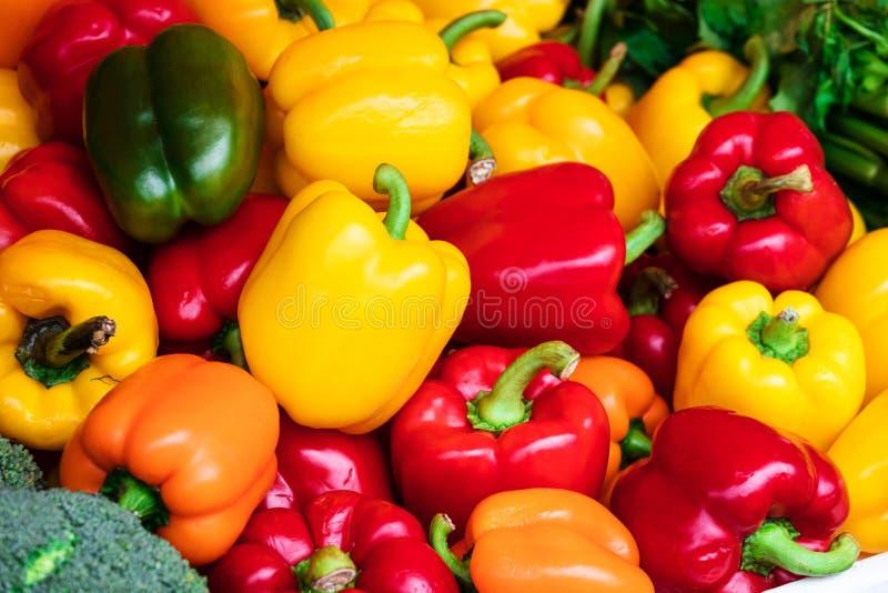 peperone dolce sul mercato di strada immagine stock