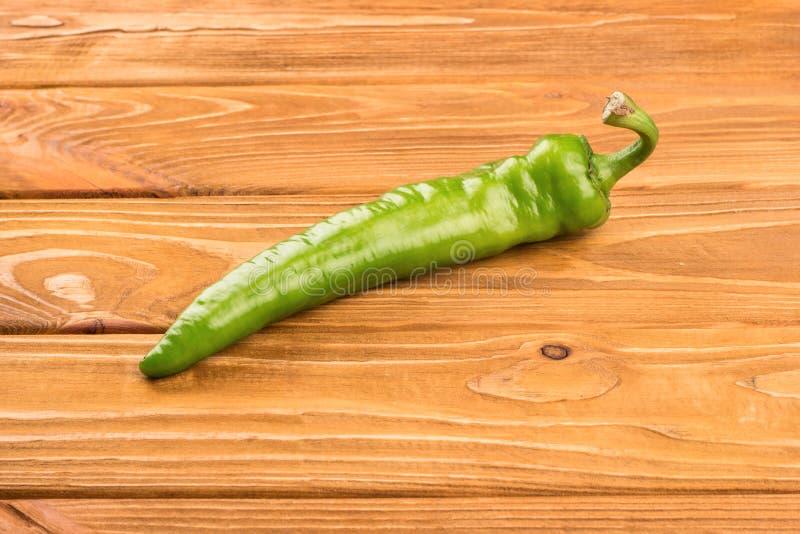 Peperone verde sulla tavola fotografia stock libera da diritti