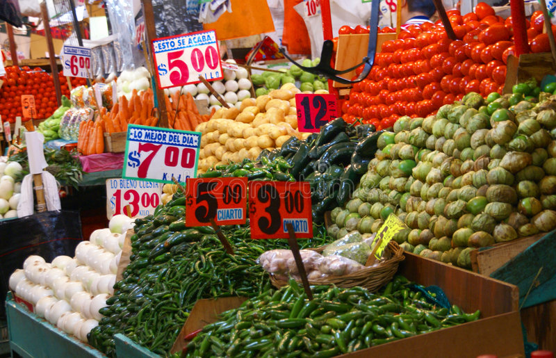 Peperoni, cipolle e pomodori di peperoncino rosso fotografie stock libere da diritti