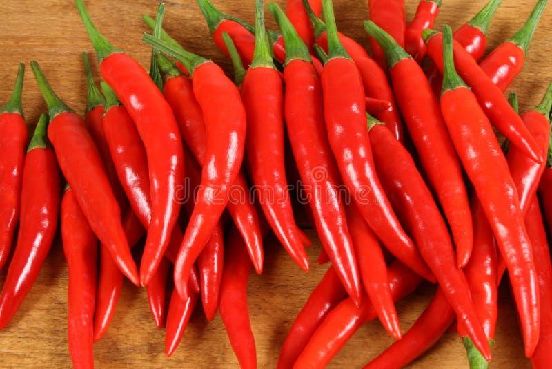 Peperoni di peperoncini rossi rossi. immagini stock libere da diritti