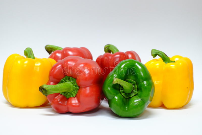 Peperoni dolci gialli e verdi rossi fotografia stock libera da diritti