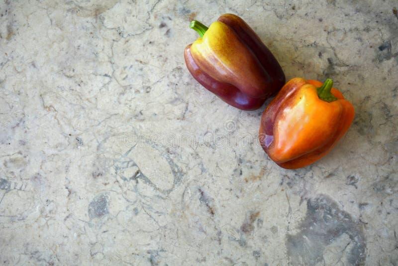 Peperoni dolci porpora ed arancio fotografia stock libera da diritti