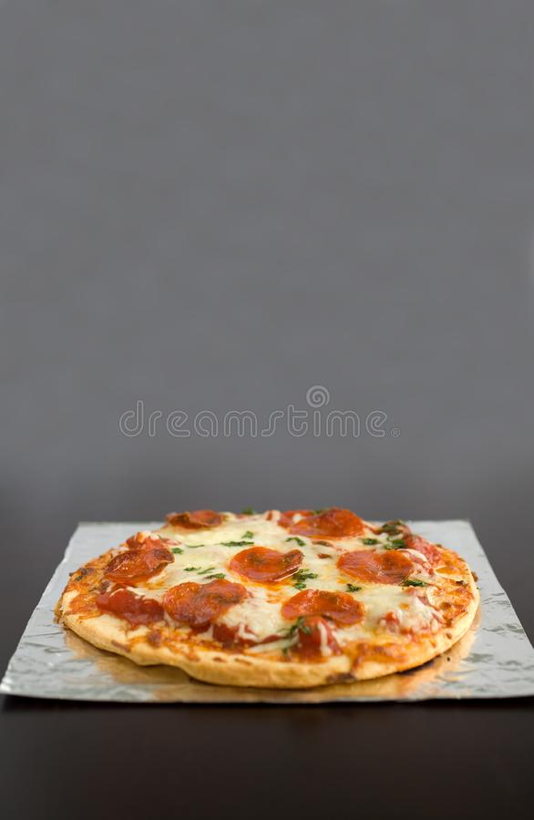 PeperoniPizza royaltyfri foto