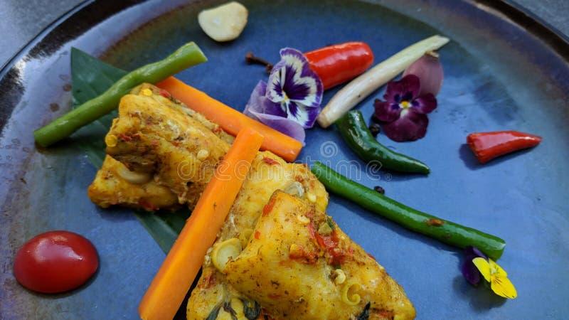 Pepes Ikan is een Indonesische het koken methode die banaanblad gebruiken als voedselverpakkingsmateriaal dat op buitensporige pl royalty-vrije stock foto's