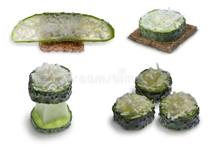 Pepino com queijo e pão rústicos foto de stock royalty free