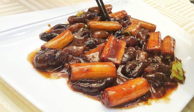 Pepino de mar cocido en la sopa de Brown fotos de archivo libres de regalías