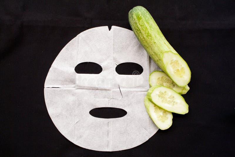 Pepino natural de la máscara de la hoja del fondo fotografía de archivo