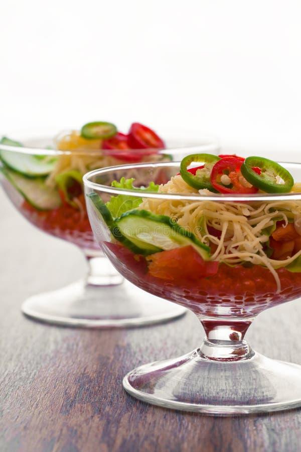 Pepino, tomate, queijo e romã do vegetal de salada fotos de stock