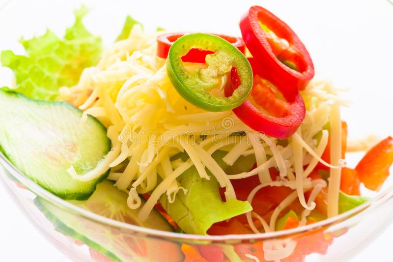 Pepino, tomate, queijo e romã do vegetal de salada foto de stock royalty free