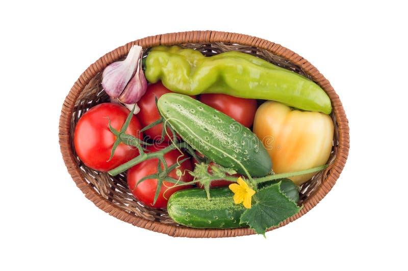 Pepinos, tomates, pimenta e alho isolados no backgro branco fotos de stock