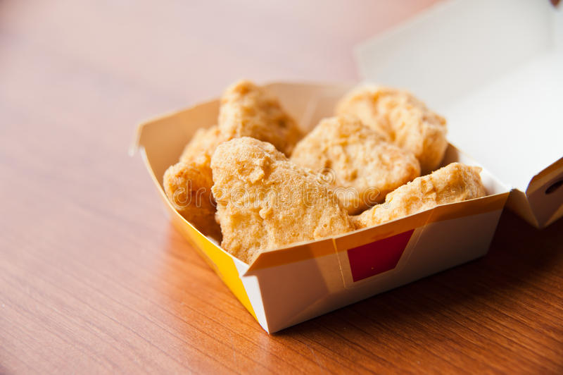 Pepita de galinha na caixa foto de stock royalty free