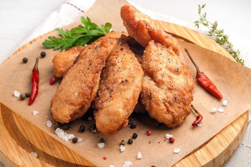 Pepitas de galinha na cobertura com p?o ralado fotografia de stock