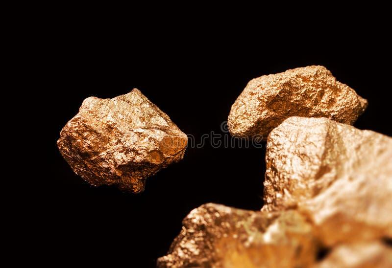 Download Pepitas De Oro En Fondo Negro Imagen de archivo - Imagen de metálico, goldmine: 41902903