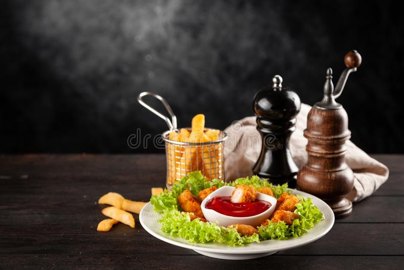 Pepite di pollo croccanti fotografie stock libere da diritti