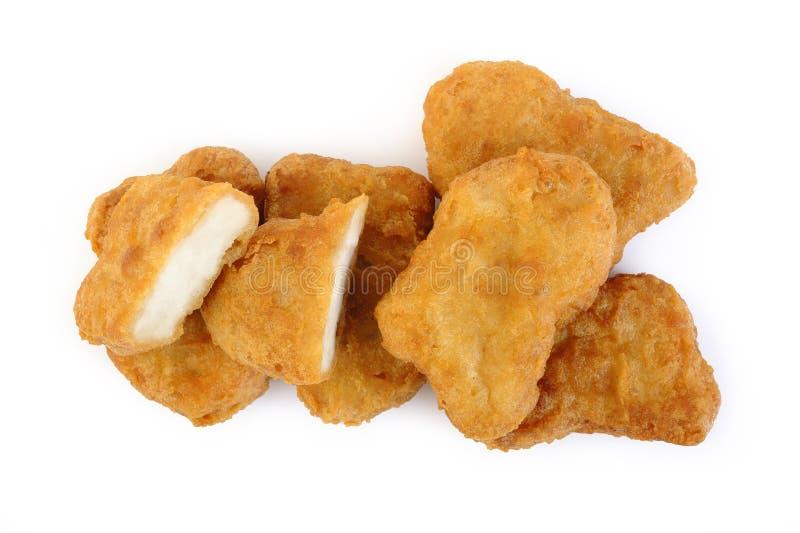 Pepite di pollo fritto su fondo bianco fotografie stock libere da diritti