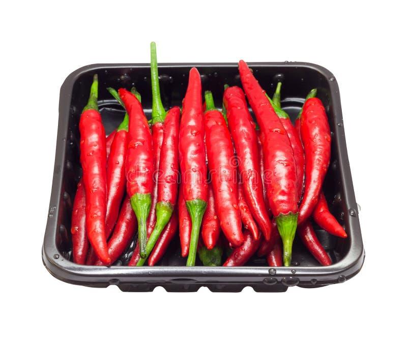 Peppar för röd chili, varm peppar i emballage på isolerad vit bakgrund arkivfoto
