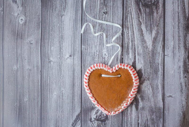 Pepparkakakaka i form av hjärta royaltyfri bild