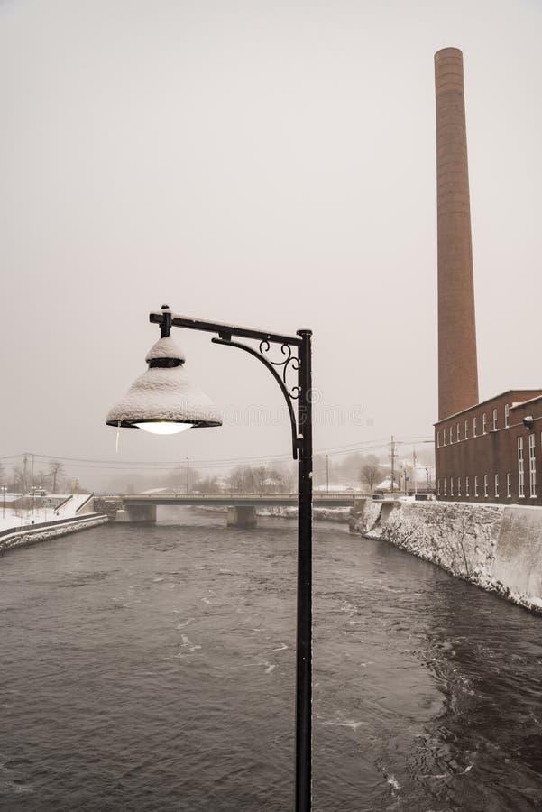 Pepperell纺织厂的Saco河在比迪福德,缅因 库存图片
