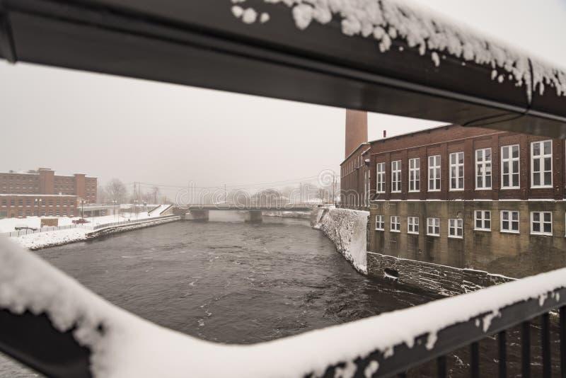 Pepperell纺织厂的Saco河在比迪福德,缅因 免版税库存图片