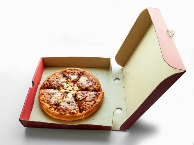 Pepperoni πίτσα στο κιβώτιο στοκ φωτογραφία