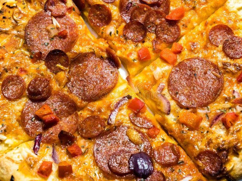 Pepperoni i chorizo pizza zdjęcia stock