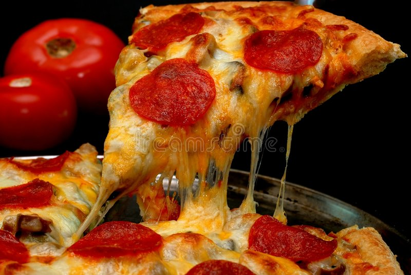 Pepperoni-Pizza-Scheibe lizenzfreies stockfoto