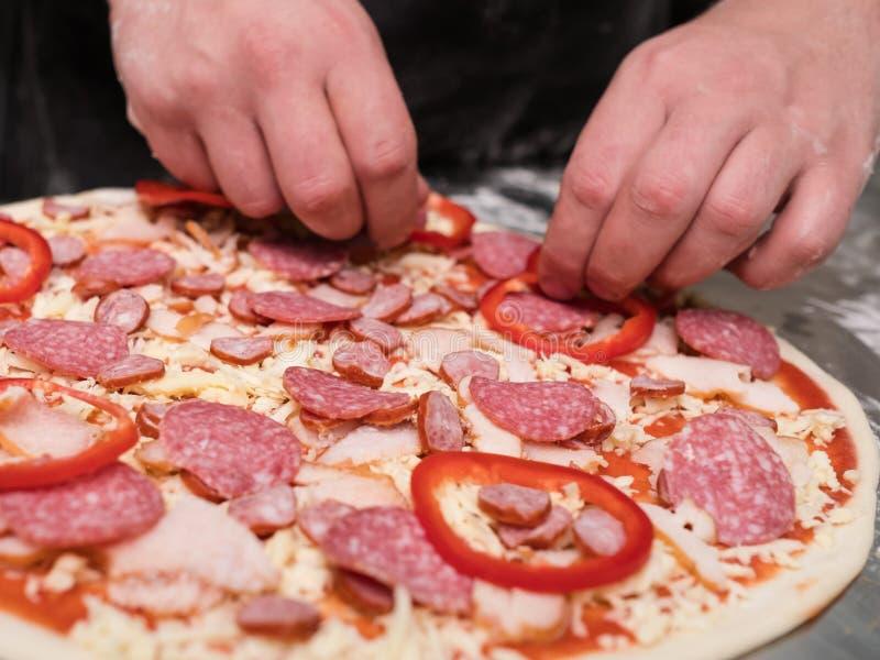 Pepperonipizza, die köstliche Mahlzeit kocht lizenzfreie stockfotos