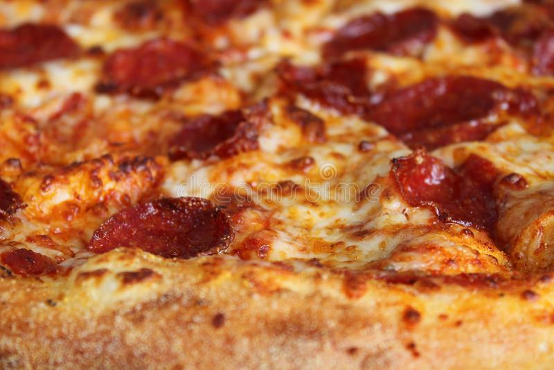 Pepperonipizzascheibe stockfotografie