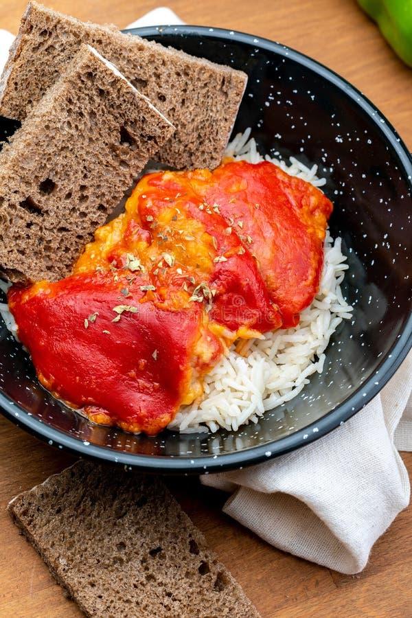 Peppers del Piquillo farcito con carne o il pesce fotografie stock