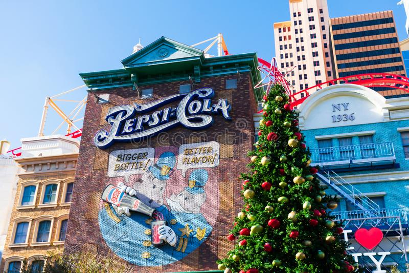 Pepsi Cola colorful vintage-advertentie aan de buitenkant van New York-New York Hotel en Casino Verdekte kerstboom - Las royalty-vrije stock foto's