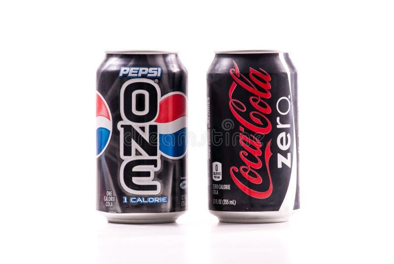 Pepsi-cola una contro coke zero fotografia stock libera da diritti
