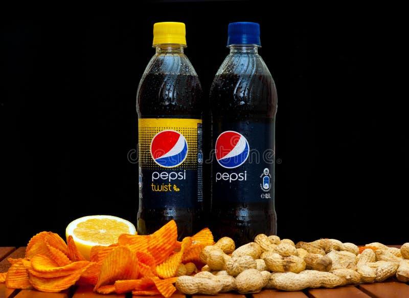 Pepsi e torsione di pepsi-cola fotografia stock