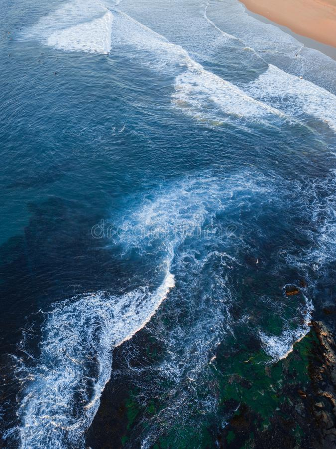 Pequeña agua de la onda imagenes de archivo