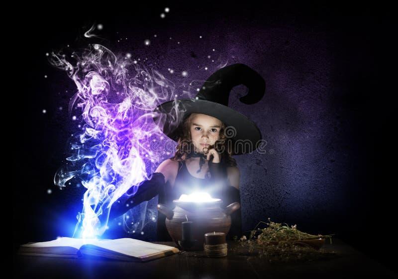 Download Pequeña bruja foto de archivo. Imagen de niño, hermoso - 64207664