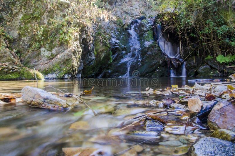Pequeña caída del agua foto de archivo libre de regalías