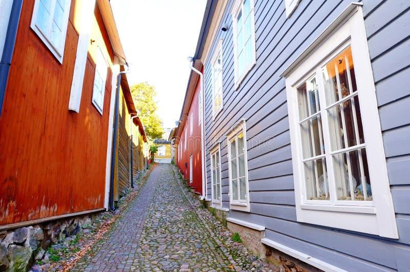 Pequeña calle en la ciudad vieja, Porvoo imagen de archivo libre de regalías