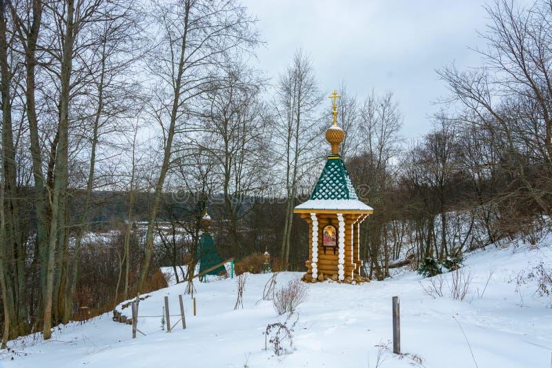 Pequeña capilla hermosa en la primavera santa del arcángel Micha imagen de archivo