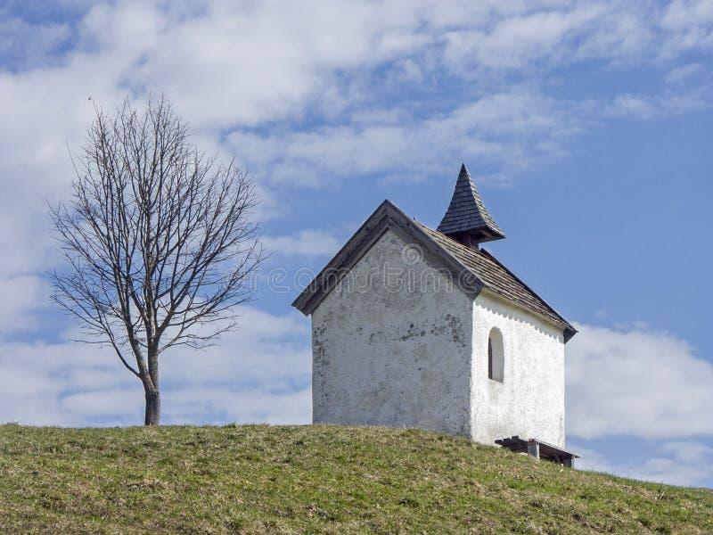 Pequeña capilla idílica del prado cerca de Riegsee fotos de archivo