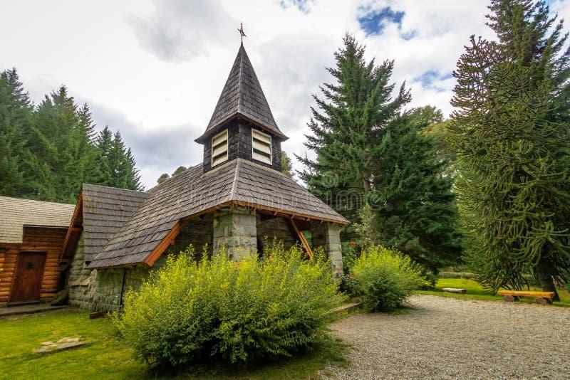 Pequeña capilla Nuestra Senora de la Asuncion - angostura del La del chalet, Patagonia, la Argentina fotografía de archivo libre de regalías