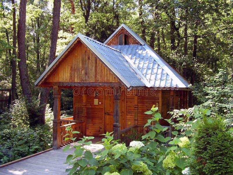 Pequeña casa de madera foto de archivo