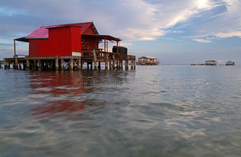 Pequeña casa roja de los pescados fotos de archivo libres de regalías