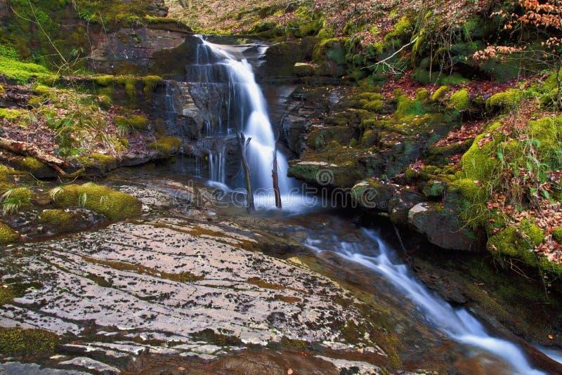 Pequeña cascada, Creunant apenas debajo de Pwll y Alun fotos de archivo libres de regalías