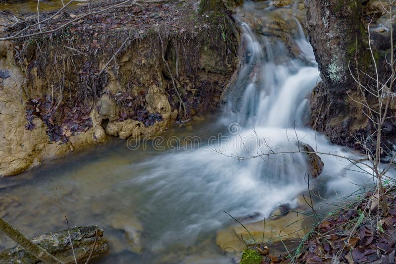 Pequeña cascada en Ridge Mountains azul imagen de archivo libre de regalías